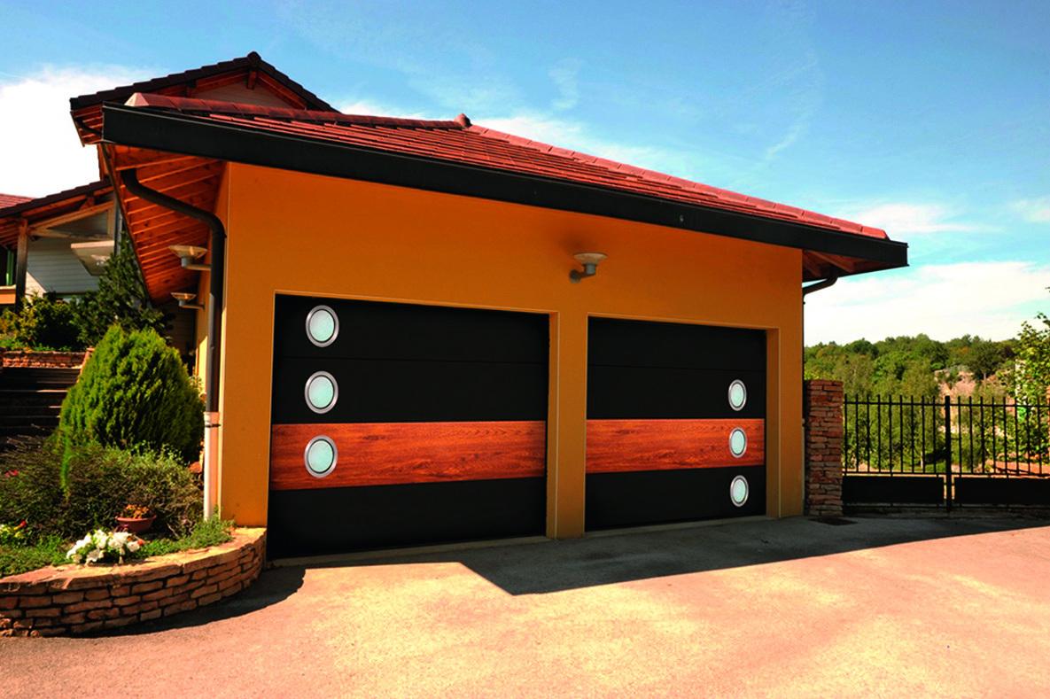 Panneaux design décor bois avec hublots, personnalisés.jpg